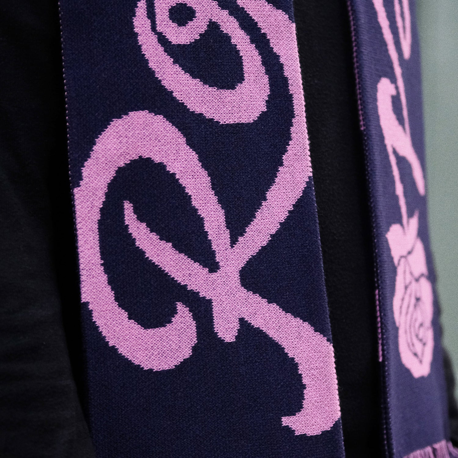 Image of ROMANTICS SCARF