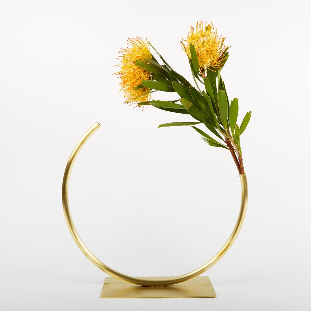 Image of Vase 452 - Edging Over Vase
