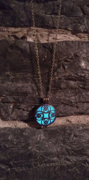 Image of Pendant Circle Necklace - Glow in the dark