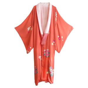 Image of Fushia silke kimono med hvide og pinke blomster