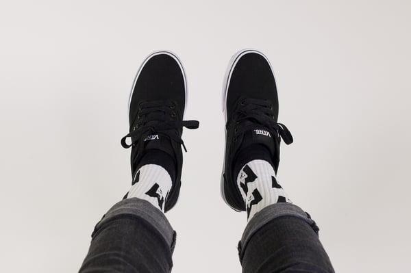 M logo socks - Okami
