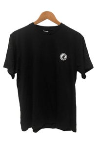 Image of PYRAMID BADGE TEE <br /> BLACK