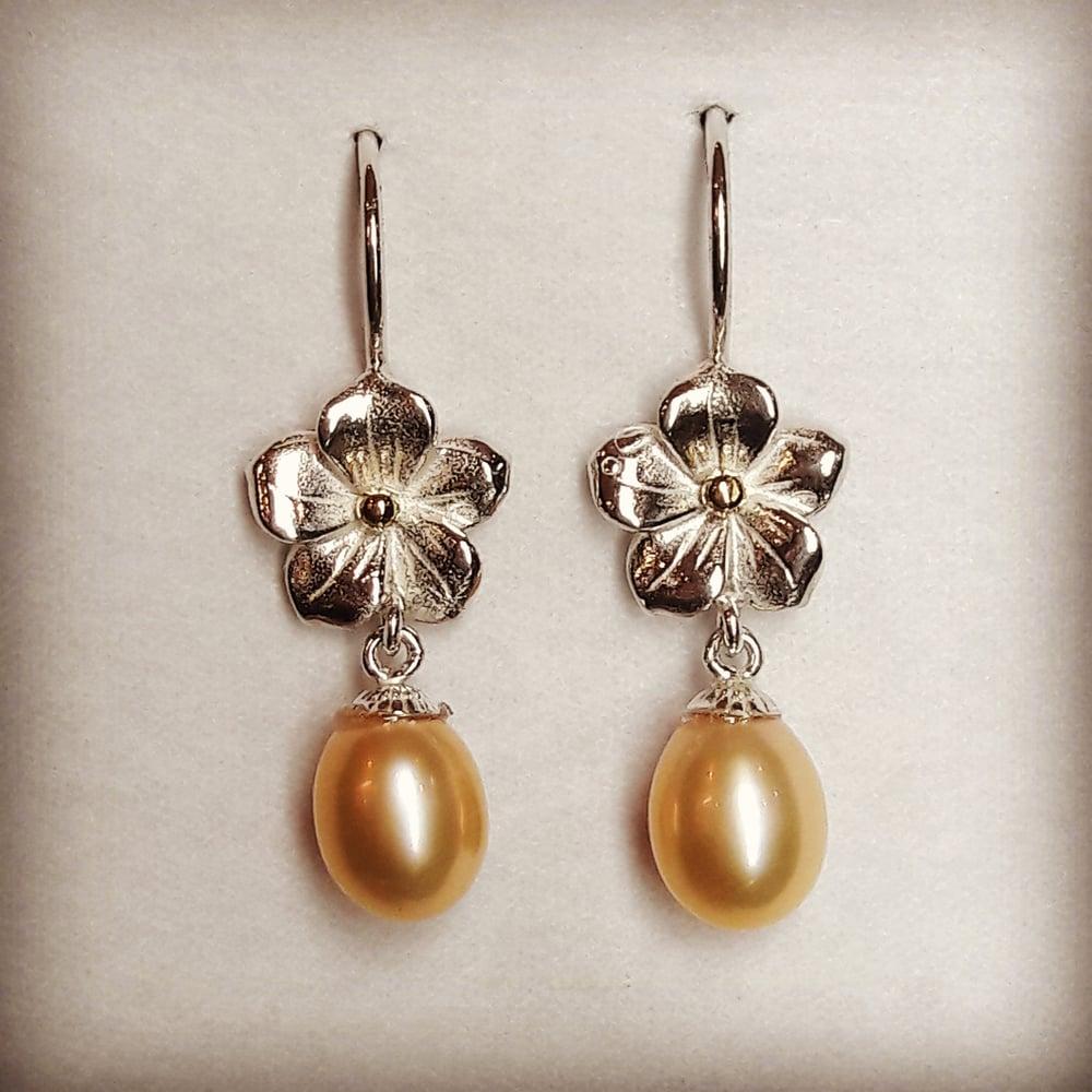 Beeld van Pearl earrings