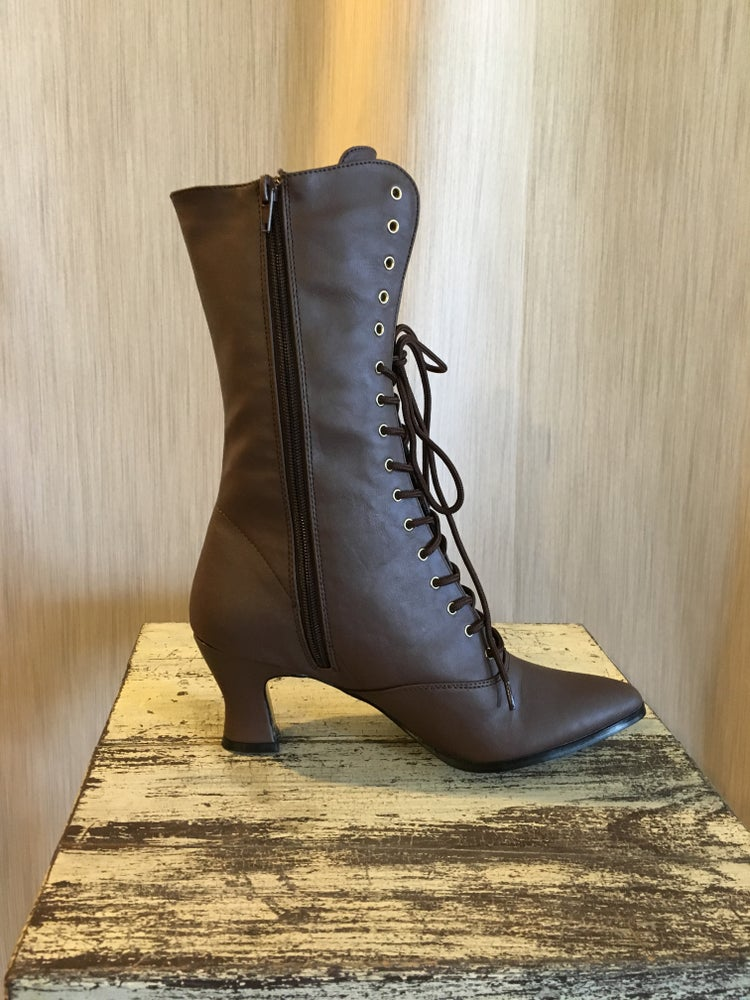 Image of Victorian-Style Boots - Chestnut