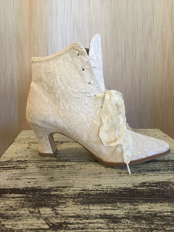 Image of Victorian-Style Ankle Boots - Ivory Lace