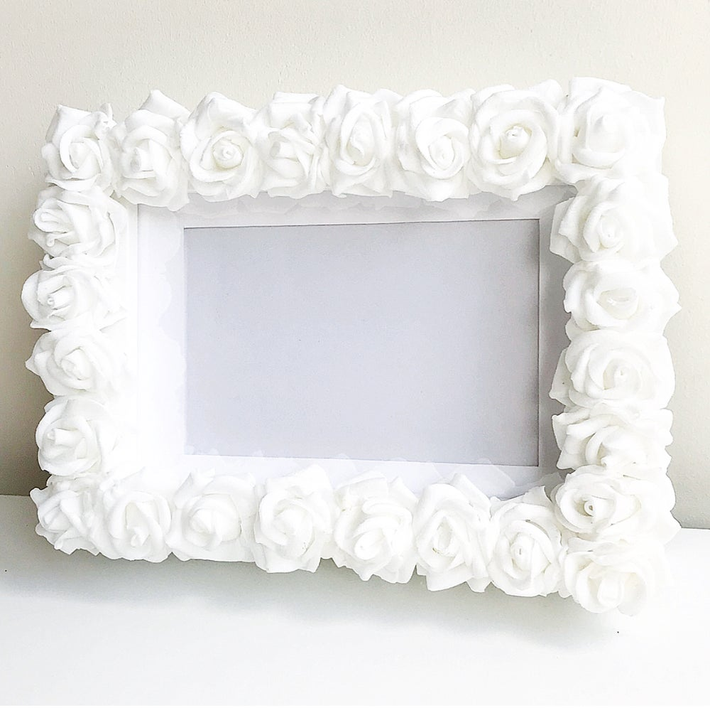 Image of WHITE FLORAL FRAME