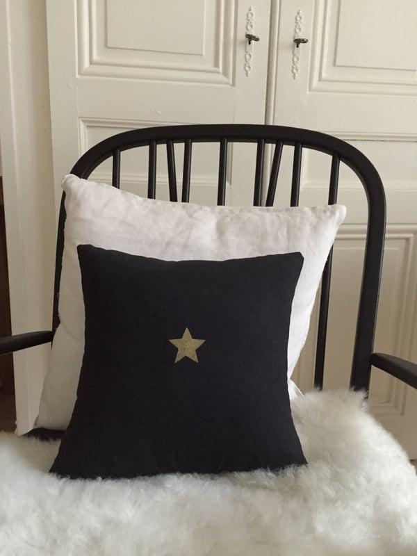 Image of Coussin noir étoile or