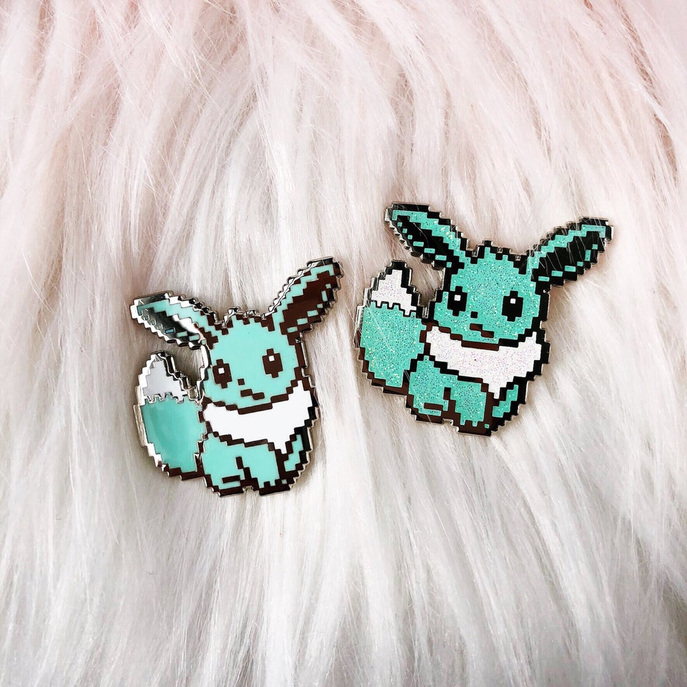 Image of LE60 Mint Fennec Fox Enamel Badge
