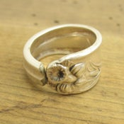 Image of Daffodil Spoon Ring (Round)