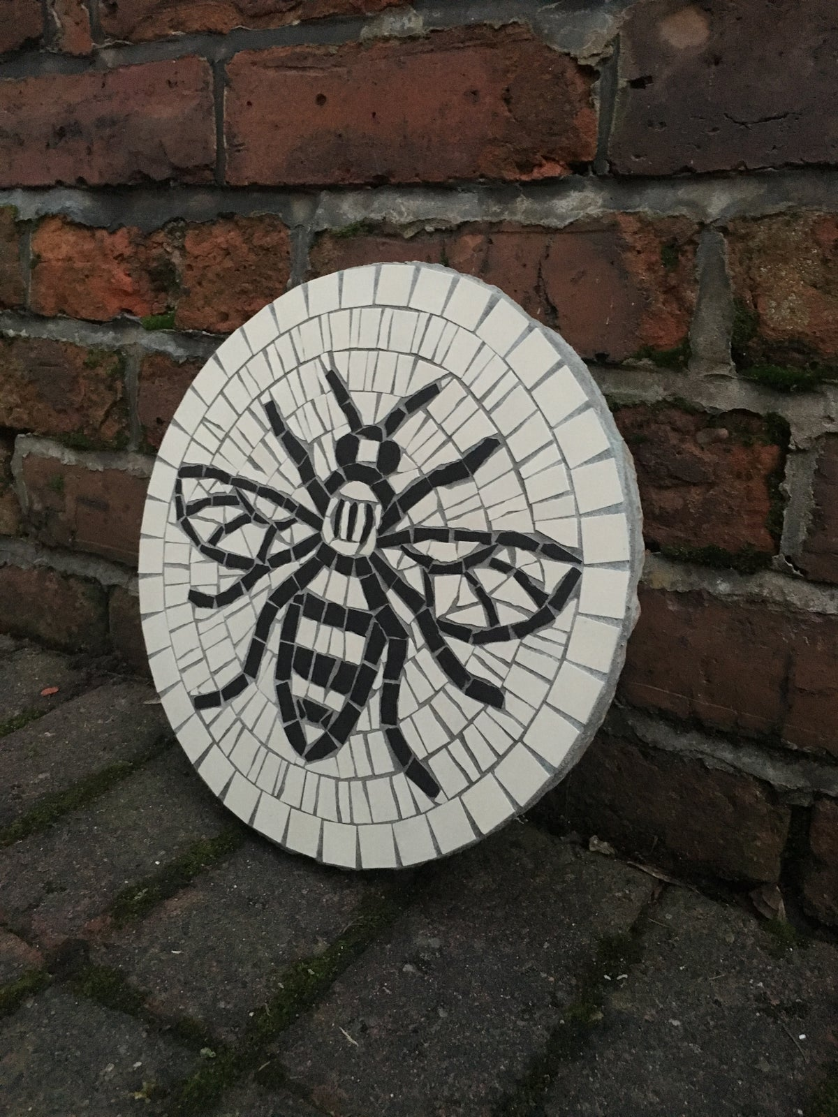 Image of WORKER BEE STEPPING STONE MOSAIC