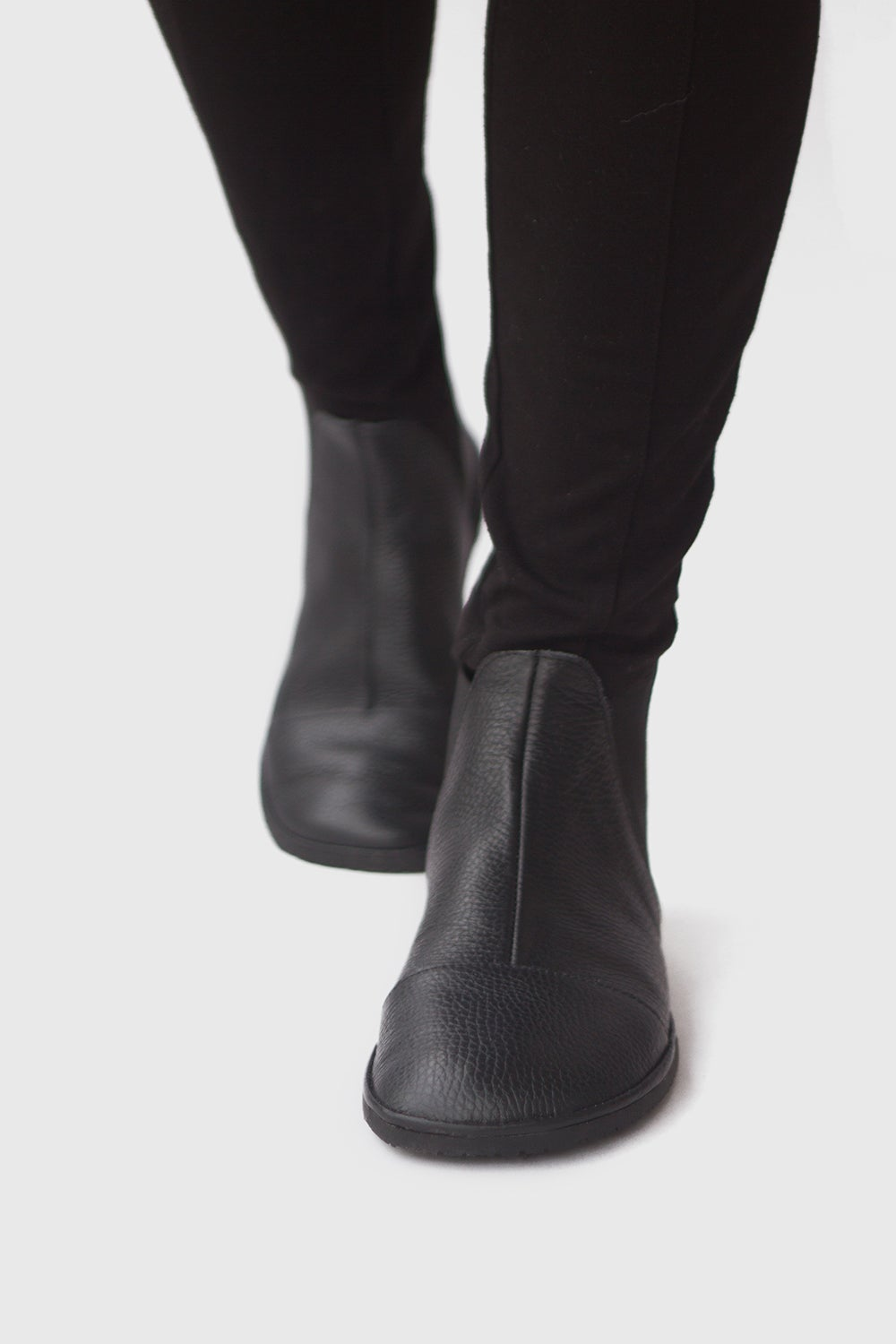 Image of Chelsea boots in Pebbled Black