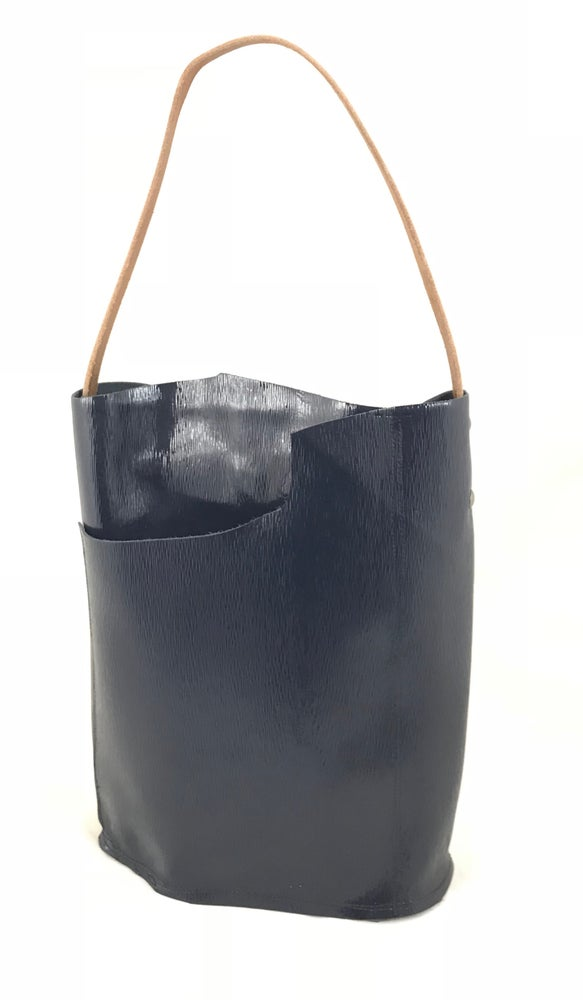 Image of bucket tote (patent navy)
