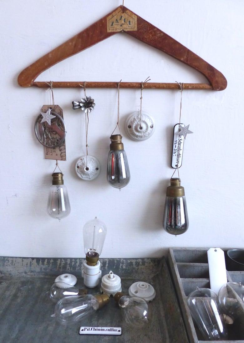 Image of Anciennes ampoules 1900. Bulbe en verre soufflé