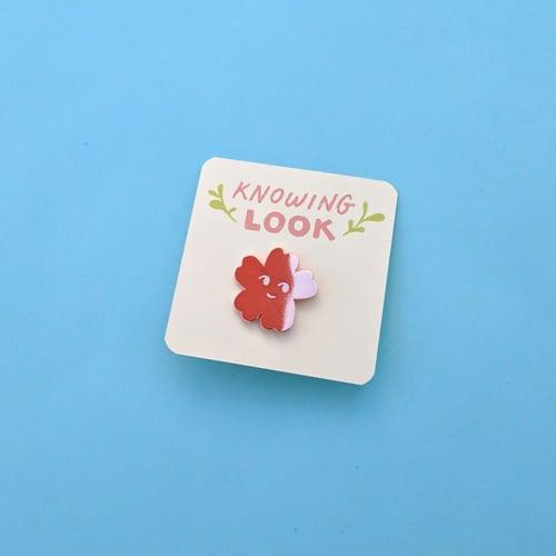 Image of Knowing Look (enamel pin)