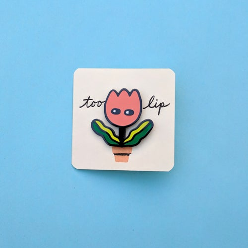 Image of too lip (enamel pin)