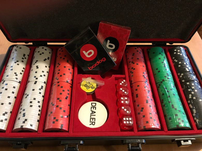 Image of 300 pc Bodog branded chipset in case