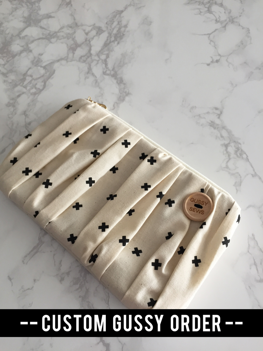Image of CUSTOM medium zip pouch