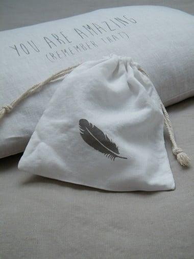 Image of Sac en lin blanc garni