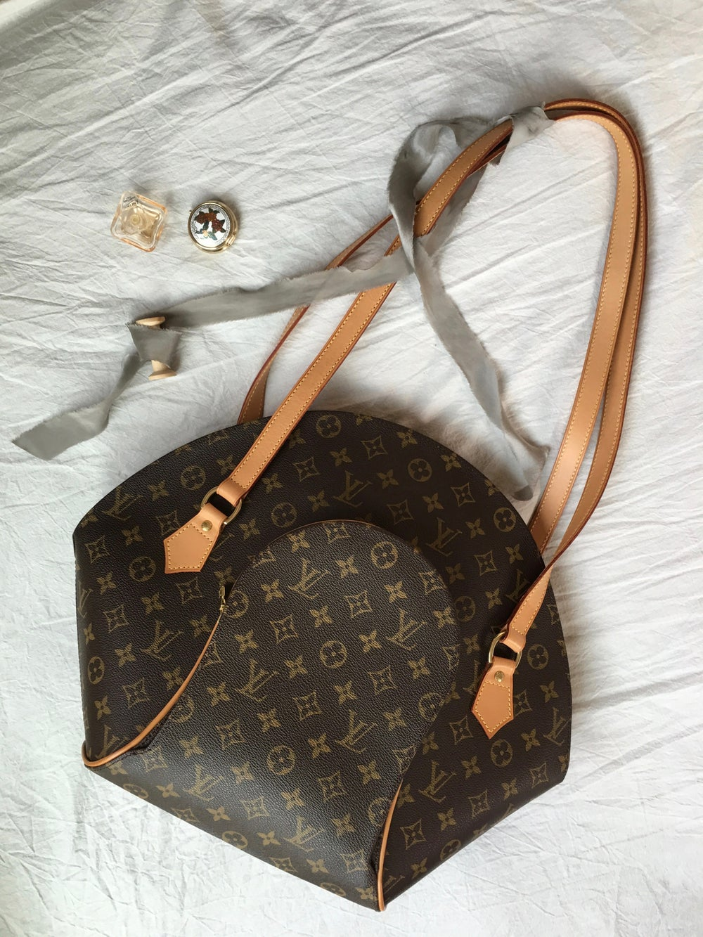Image of 1998 LOUIS VUITTON Monogram Ellipse GM Shoulder Bag