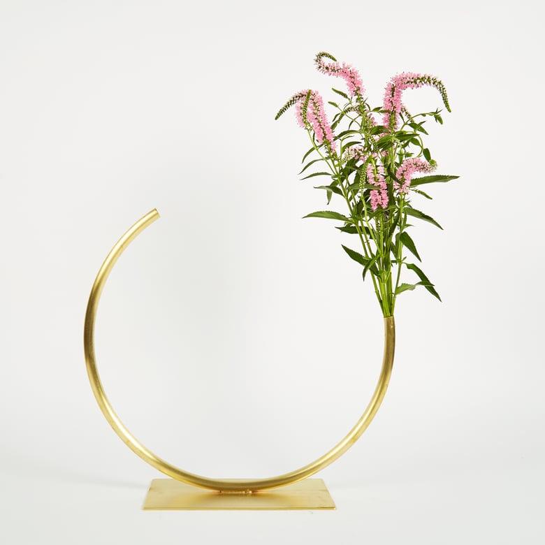 Image of Vase 537 - Edging Over Vase