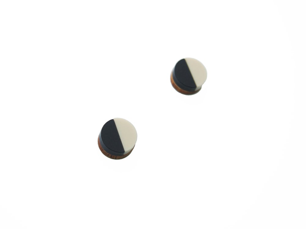 Image of CIRCLE STUD EARRINGS - BLACK