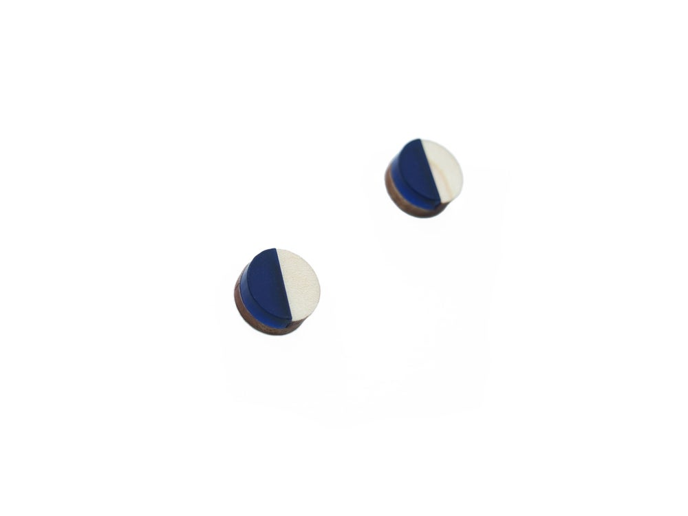 Image of CIRCLE STUD EARRINGS - SAPPHIRE
