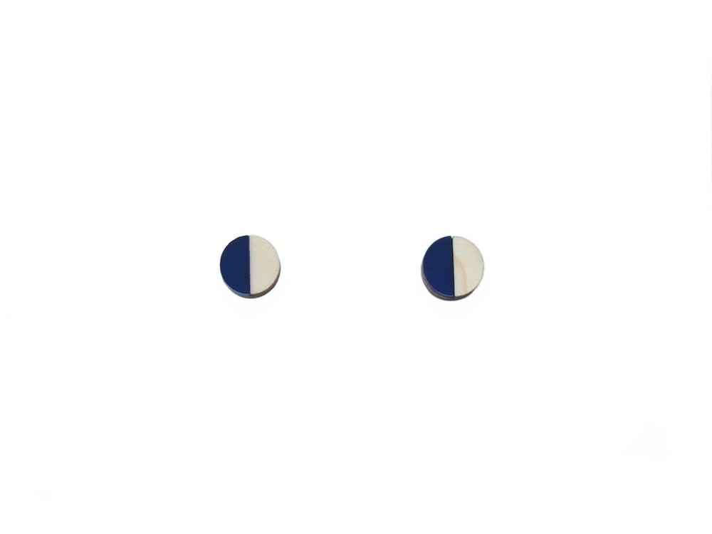 Image of CIRCLE STUD EARRINGS - SAPPHIRE