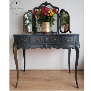 Image of Dressing table with triple mirror