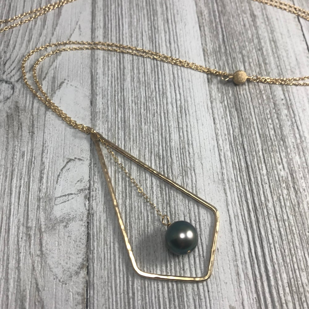 Image of Chevy Necklace with Dangling Tahitian Pearl