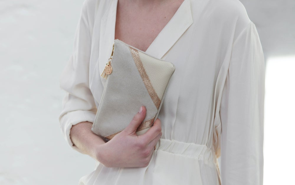 Image of Pochette *CHIARA* ivoire dorée.