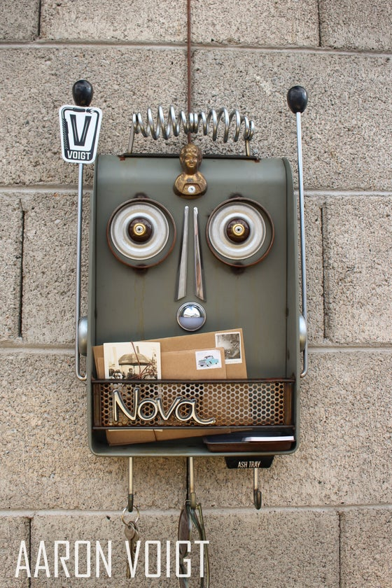 Image of Robot Nova Key Rack Retro Organizer
