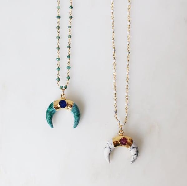 Image of Colliers Mandao corne en pierre et chaîne perlée
