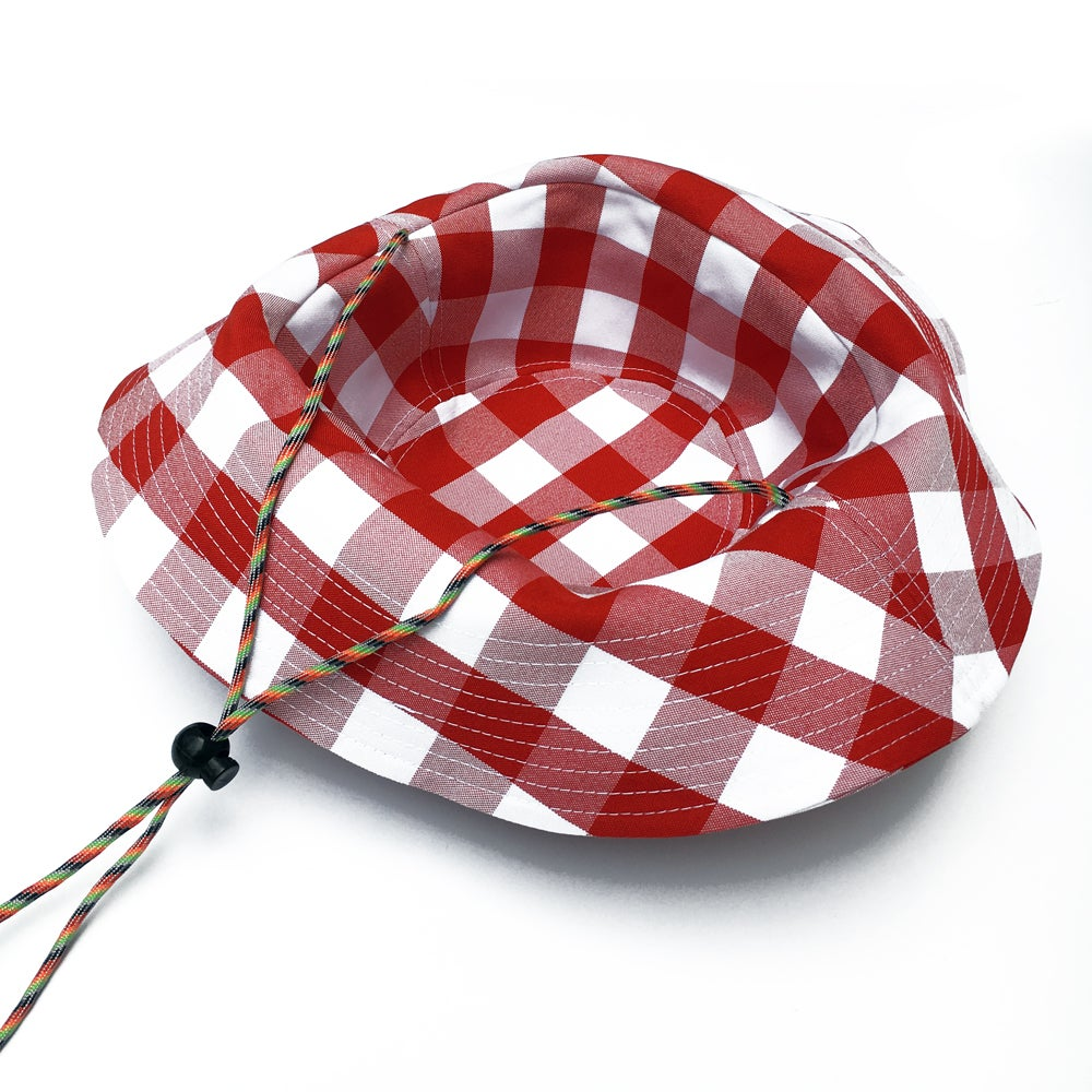 THE BETTIE BUCKET HAT (CHERRY)