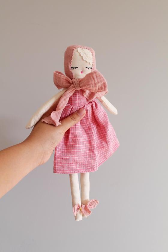 """Image of Soft doll """"Petites Beautés Imparfaites"""" - Rose imprimé carreaux"""