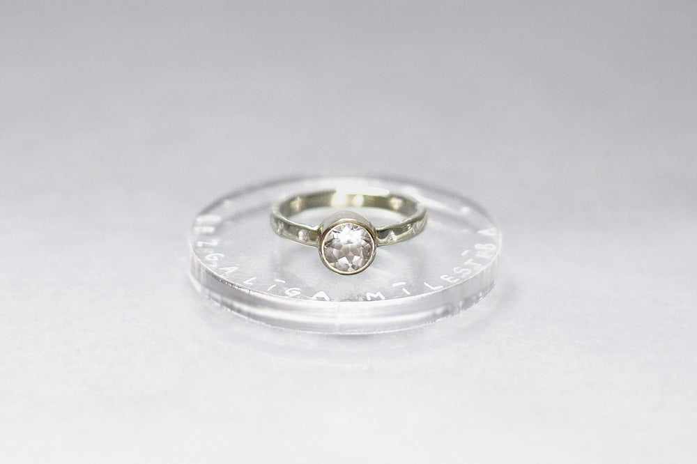 Image of electrum ring with rock crystal and inscription in Latin