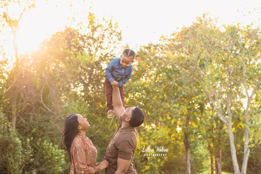 Image of Houston Outdoor Family Portrait Session (1 Hour)
