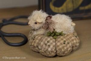Image of Liddle Lamzy Divey ~ Lamb kit