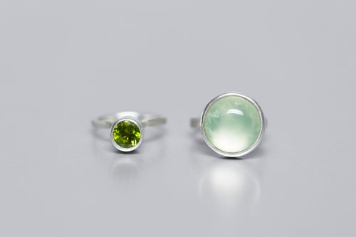 "Image of ""To aim high"" silver rings with prehnite and chrysolite  · SPIRARE MAJORA ·"