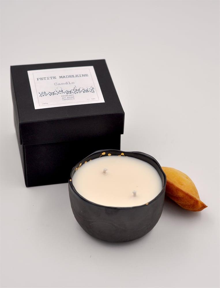 "Image of Bougie parfumée Moon noir S ""petite madeleine"""