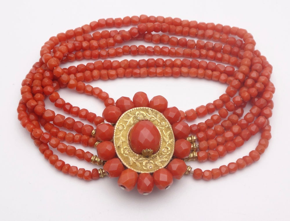 Image of Bracelet 6 rangs perle de corail rouge fermoir or 18k époque Charles X