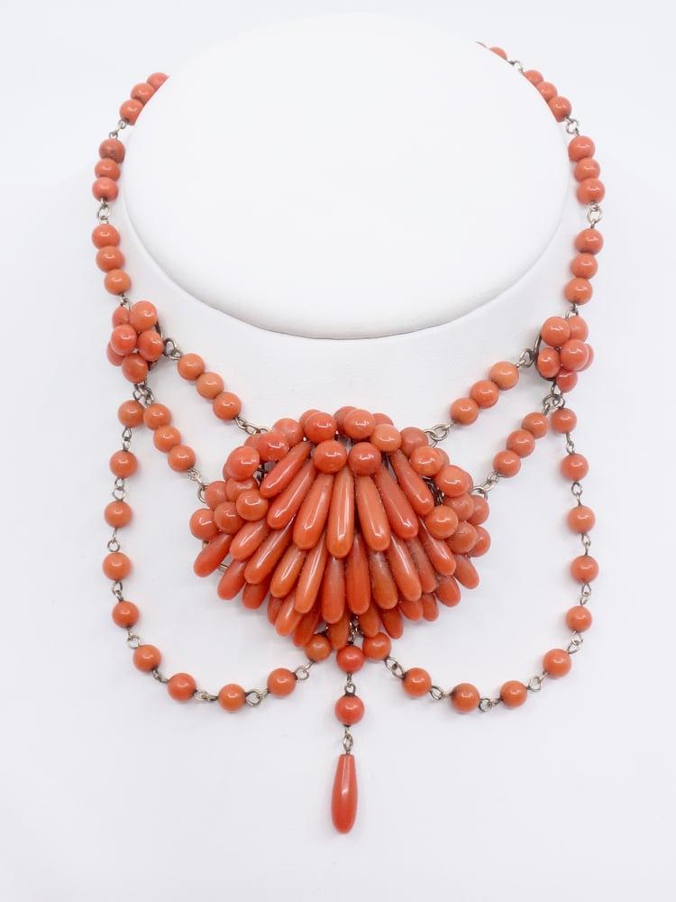 Image of collier draperie perles de corail et or époque XIXeme