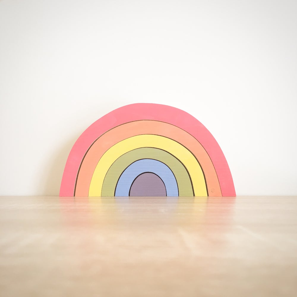 Image of Nesting Rainbow