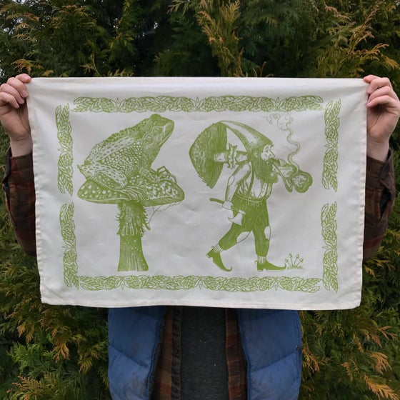 Image of The Earth-dweller tea towel