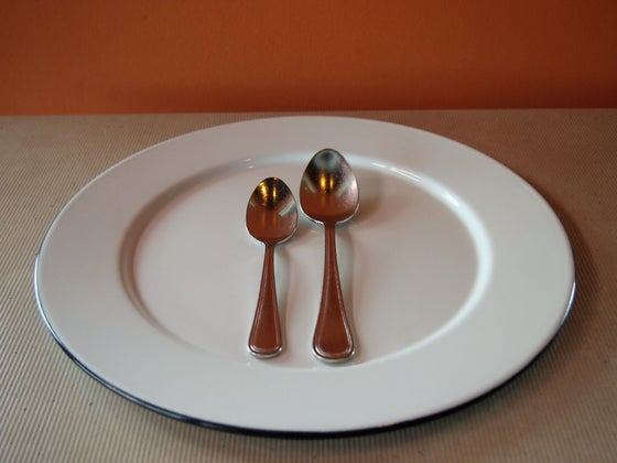 Image of Plain enamel coated steel dinner plate.