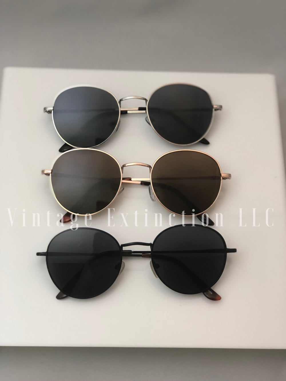 Image of Unisex Cash Shades