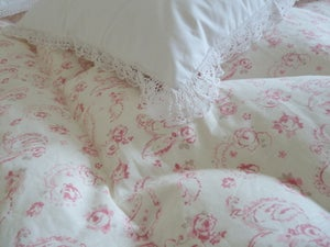 "Image of Gorgeous Linen ""Evelina Rose"" Paisley Eiderdown"