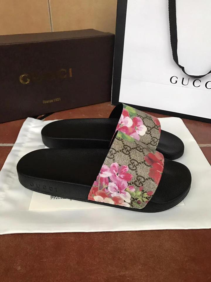 993ab3ae325 Image of Gucci Pursuit Bloom Canvas Slides