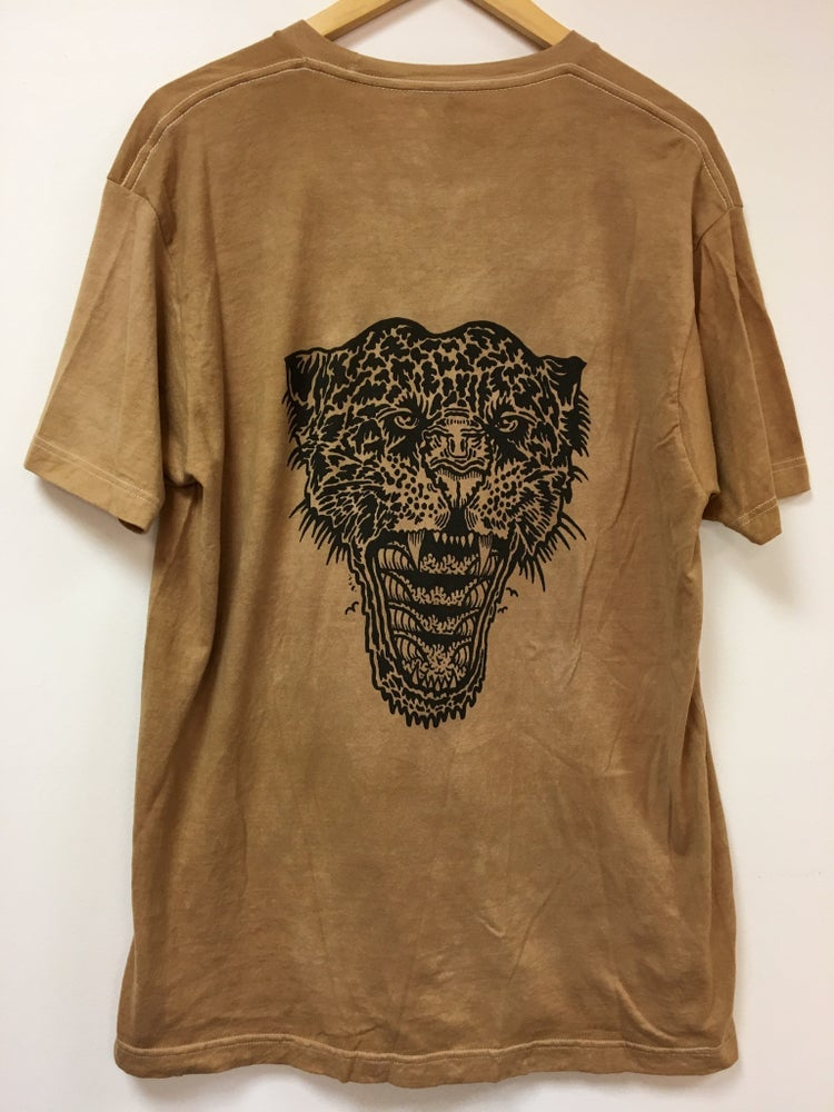 Image of WAVE ROAR TEE