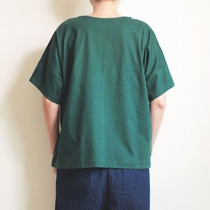 Image of Camiseta verde gato bordado