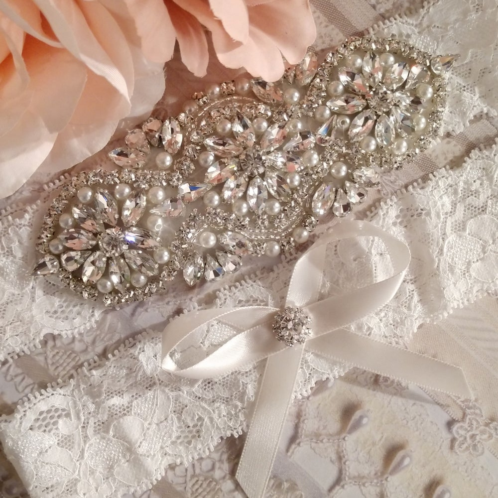"""Kelsey"" Bling and Pearl Garter Set"